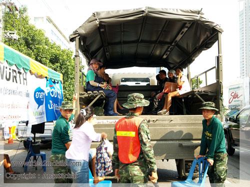 เดินทางด้วยรถทหารสักครั้ง