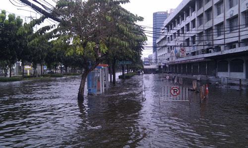 น้ำท่วมถนนรัชดาภิเษก