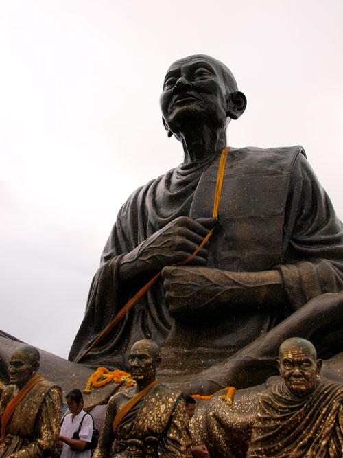 วัดตาลเจ็ดยอด เป็นวัดองค์หลวงปู่โตใหญ่ที่สุดในประเทศไทย